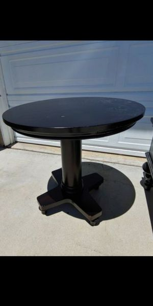 End table for Sale in San Marcos, CA