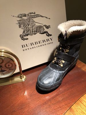 Burberry Windmere with Rubber Size EUR 39, UK 6 for Sale in Chicago, IL