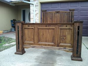 FULL SIZE XL RUSTIC BED FRAME REAL WOOD W METAL DESIGN EXCELLENT CONDITIONS for Sale in Grand Prairie, TX
