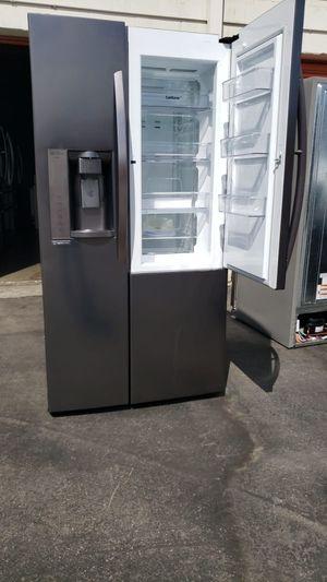 Refrigerador LG with showcase door for Sale in Los Angeles, CA