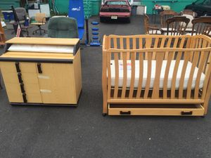 Baby crib and matching changing table for Sale in Camden, NJ