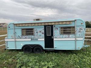 Vintage Yellowstone Camper Trailer - Sheshack for Sale in Cumberland, IN