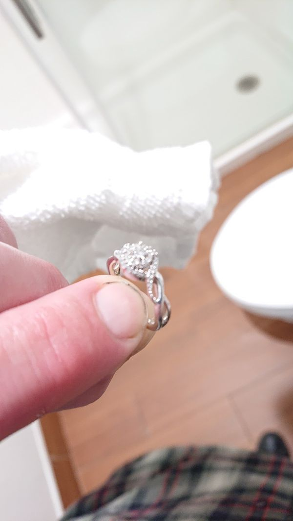 Engagement ring white gold 3.3Gs