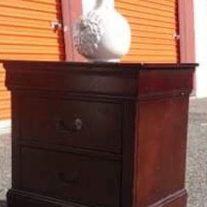 NIGHTSTAND DRAWERS WORKING WELL for Sale in Fairfax, VA