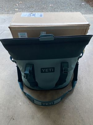 Like new Yeti cooler bag! for Sale in Kent, WA