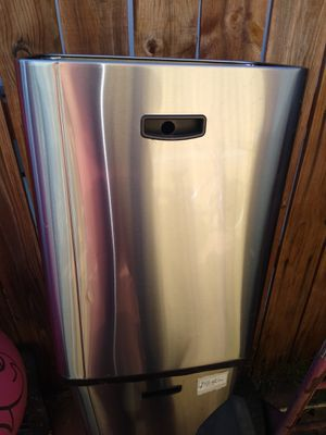 Stainless steel trash cans 3 AVELABLE like new condition for Sale in Fontana, CA