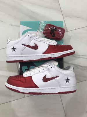 DS Nike SB Dunk Low Supreme Jewel Swoosh Red Size 8.5 for Sale in Westminster, CA