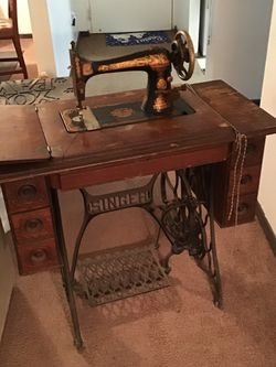 Singer Sewing Machine Model 27-04 for Sale in Pittsburgh,  PA