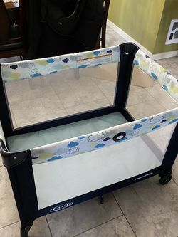 Graco Pack n Play On The Go Playard for Sale in Snoqualmie Pass,  WA