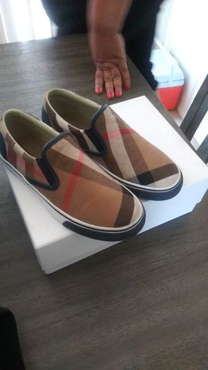 Burberry slides size 2 for Sale in Victorville, CA