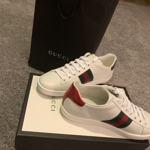 Gucci sneakers new size 7 for Sale in IL, US