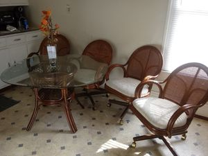 Glass kitchen table set very clean with the four chairs. for Sale in Fort Wayne, IN
