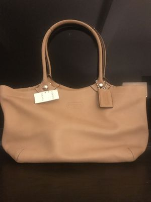 Brand new coach leather tote for Sale in Jersey City, NJ