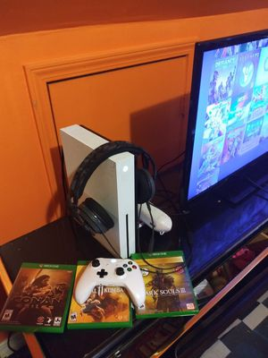 Xbox One S ALL GAMES IN PICS INCLUDED. headset and one white controller for Sale in Batsto, NJ