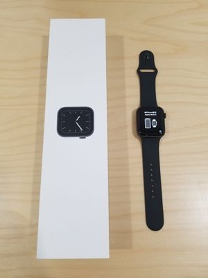Apple Watch 5 series 44 mm for Sale in Gulfport, FL