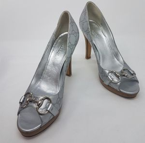 Preowned Gucci Guccisimma Metallic Silver Horsebit Heels 38.5 C (wide) 100% authentic for Sale in San Diego, CA
