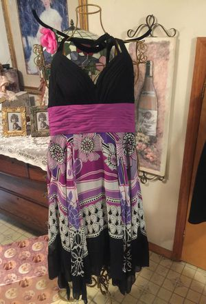 Misses absolutely beautiful dress lilac black and white halter top ruched waist zip NEW chiffon fabric size small 7/8 for Sale in Northfield, OH
