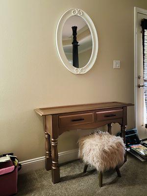 Vanity, chair & mirror for Sale in Navarre, FL