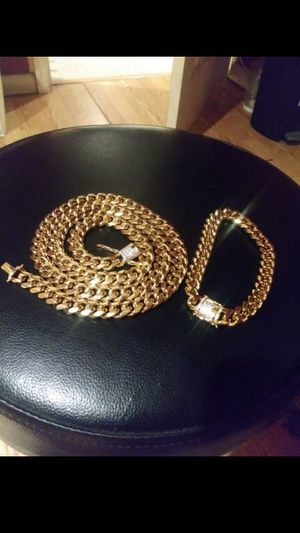 $140.....18k gold-plated Cuban link chain and bracelet diamond Lock set..... Shipping is available 🛫✈️🛬 or I deliver 🚗🏍️💭💭 for Sale in Hollywood, FL