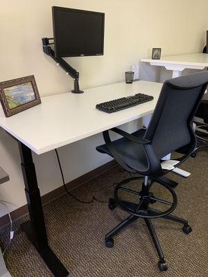 White sit stand office desk for Sale in Tigard, OR