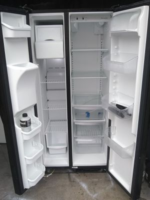 Refrigerator frigidaire 90 days warranty deliver free zize 33 wide for Sale in Compton, CA