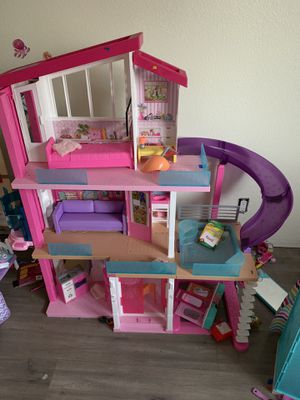 Barbie house and some accessories for Sale in Los Molinos, CA