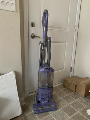 Shark NV352 Navigator Lift Away Upright Vacuum for Sale in Pittsboro, NC