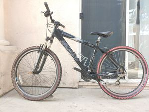 """Specialized bike 26"""" brand new tires 24 speed for Sale in Chula Vista, CA"""