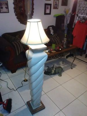 Tall floor lamp with shade in good condition for Sale in Hialeah, FL