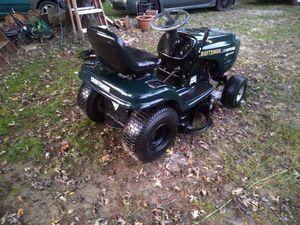 Lawnmower tractor craftsman todo funciona necesita batería y ajustar algo de las Aspas for Sale in North Chesterfield, VA