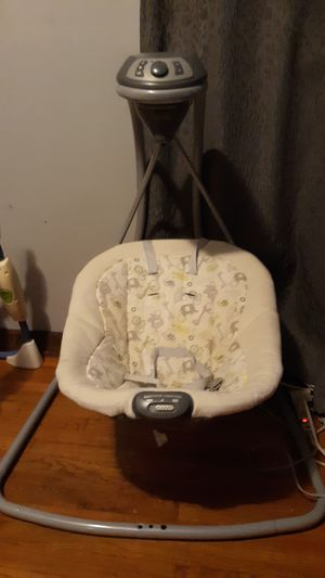 Clean baby swing for Sale in Middleburg Heights, OH
