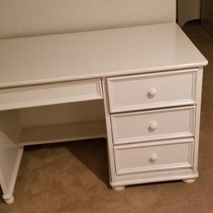 White Desk Great Shape for Sale in Encinitas, CA