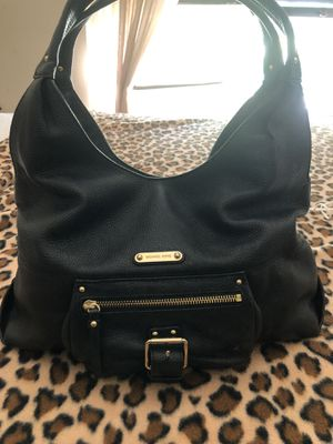 Michael Kors Black leather pebbled purse Mildly used! for Sale in Lawrenceville, GA