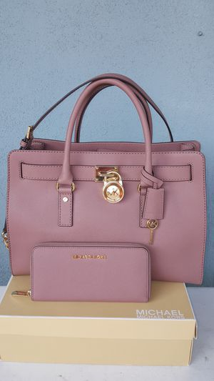 New Authentic Michael Kors Large Dusty Rose Set Limited Edition Color Hard To Find 🎁🎅🎁🎅 for Sale in Montebello, CA