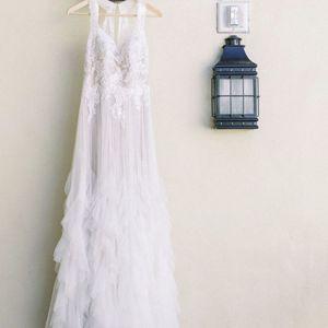 Wedding Dress Size 4-6 for Sale in San Diego, CA