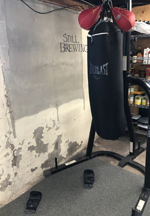 Everlast punching bag with speed bag for Sale in Chicago, IL