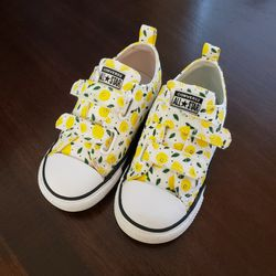 Toddler Converse Size 9 for Sale in Puyallup,  WA