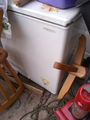 Chest freezer for Sale in Wichita, KS