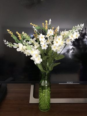White flower 🌸 Green Vase decors for Sale in Stockton, CA