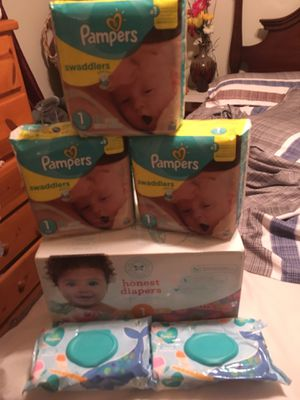Size 1 pamper swaddlers (3 pack) & 1 honest box & wipes (2 pack) take all $40 for Sale in Bellflower, CA
