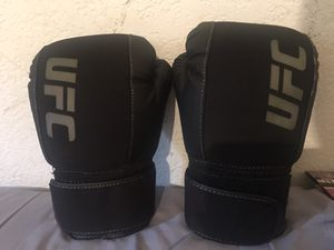 Ufc gloves 🥊 for Sale in Los Angeles, CA