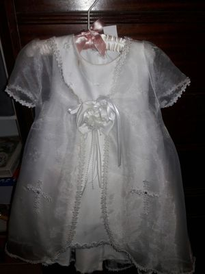 baptism dress beautiful size 0 or newborn, comes with shoes, pictures does not do it justice. Smoke free home for Sale in Fort Worth, TX