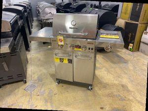 Charbroil 463355220 propane grill 💨💨💨 E2B for Sale in Huntington Beach, CA