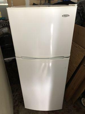 Whirlpool White 14.0 cu ft fridge/freezer for Sale in Buckley, WA