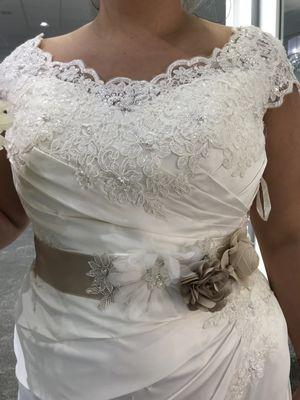 Brand new size 16 wedding dress (David's bridal) for Sale in Boston, MA