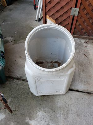 Food bin for dogs or cats. for Sale in Modesto, CA