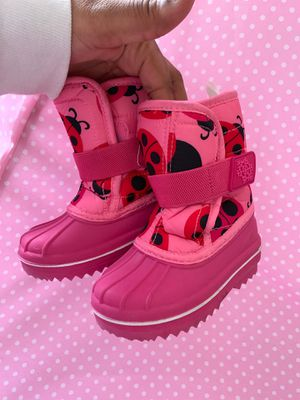 Toddler snow boots size 6 for Sale in Laurel, MD