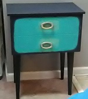 Accent or end table for Sale in Georgetown, KY