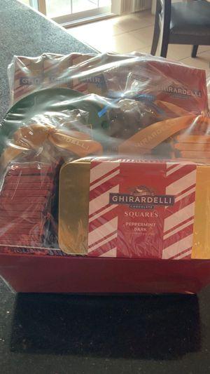 Caja de chocolates NUEVA de la marca GHIRARDELLI for Sale in San Jose, CA