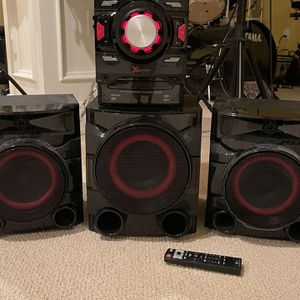 LG stereo Xboom System With Subwoofer 700 W for Sale in Old Bridge Township, NJ